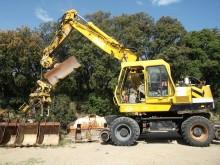 escavatore gommato O&K usato