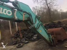escavadora sobre pneus Kobelco