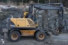 escavatore gommato Volvo