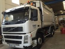 camión volquete para residuos domésticos Volvo usado