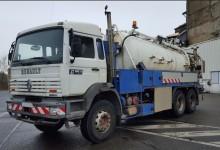 camión limpia fosas Renault usado