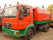 camion spazzatrice MAN usato