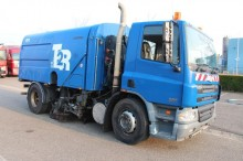 camión barredora DAF usado