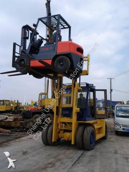 Komatsu FD100 reach truck