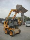 Hyundai HSL 650-7 -MINIPALA HYUNDAI HSL 610 COMPLETA DI BENNA PESO OPERATIVO KG 2500 ANNO 2004