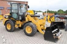 Caterpillar 908 M - 35 km/h + Schaufel & Gabel - Mieten