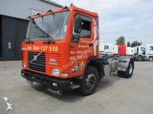 tracteur Volvo FL 10-320 (FULL STEEL SUSPENSION)
