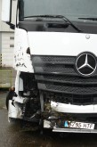 cabeza tractora Mercedes accidentada