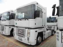 used Renault low bed tractor unit