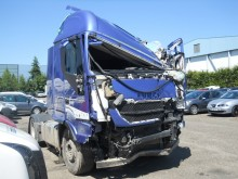 trattore Iveco incidentato