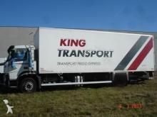 camion frigo Volvo incidentato