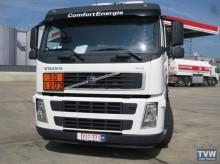 camión cisterna hidrocarburos Volvo usado