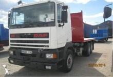 camión caja abierta transporta paja DAF