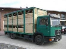 camión remolque para caballos MAN usado