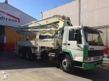camion calcestruzzo pompa per calcestruzzo Volvo usato