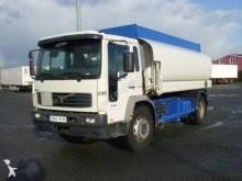 camion cisterna idrocarburi Volvo usato