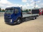 camion Volvo FM FM 340 STAKE BODY + RAMPS