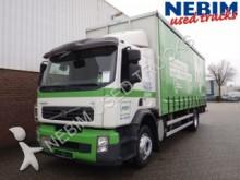 tweedehands vrachtwagen tautliner Volvo
