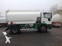 camión cisterna hidrocarburos Iveco