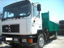 camión caja abierta teleros MAN usado