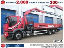 camion piattaforma Iveco incidentato