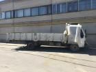 camion portacontainers Isuzu incidentato