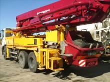 camión bomba de hormigón Iveco usado