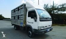 camion trasporto bestiame Nissan