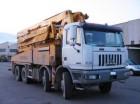 camion calcestruzzo pompa per calcestruzzo Astra usato