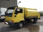 camión cisterna Nissan usado