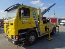 camion Scania 112M MET KRAAN EN LIER