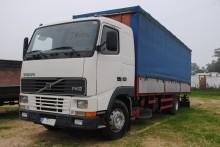 camion cassone centinato alla francese Volvo usato