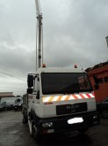 camión plataforma elevadora articulada telescópica MAN