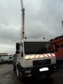 camion nacelle articulée télescopique MAN