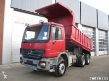 camión volquete Mercedes usado