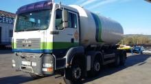 camión cisterna gránulos / polvo MAN usado