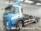 camion portacontainers Volvo incidentato