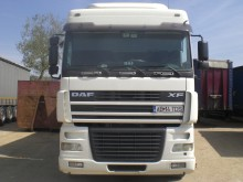 camion vehicul de tractare DAF second-hand