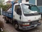 camión volquete trilateral Mitsubishi usado