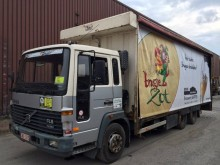 vrachtwagen Volvo FL6 --6x2-- Transport de Boissons