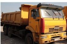 camión volquete trilateral Kamaz usado