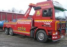 ciężarówka pomoc drogowa-laweta Volvo używana