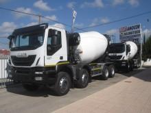 camion béton toupie / Malaxeur Iveco neuf