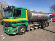camión Mercedes Actros 2543 isolated 14.500 liter