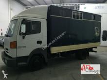 camion trasporto bestiame Nissan usato