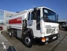camión cisterna productos químicos Volvo usado