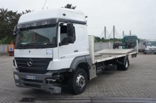 camion piattaforma Mercedes incidentato