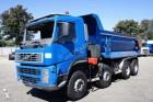 geaccidenteerde vrachtwagen kipper Volvo