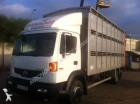 camión para ganado ovino Nissan usado