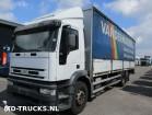 tweedehands vrachtwagen aanhanger met zeilwanden Iveco
